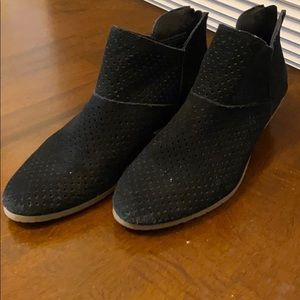 Kenneth Cole Reaction Black Ankle Booties
